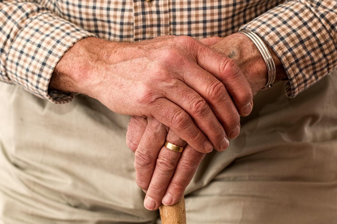 Você é idoso e a seguradora aumentou a parcela do seu seguro de vida? Saiba se este aumento é abusivo e como buscar seus direitos.
